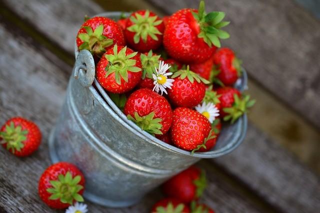 strawberries-3431122_640