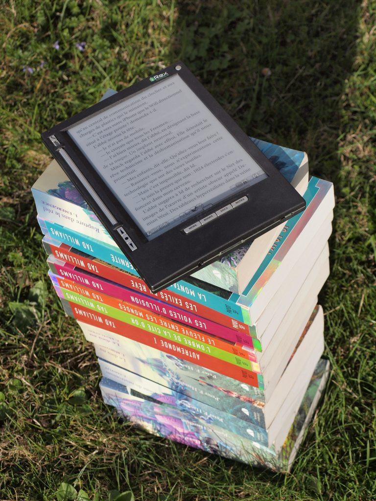 books-reading-relaxation-irex-iliad-159873-768x1024